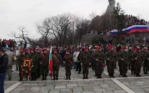 Снимка: Родоотстъпници и чуждопоклонници оскверниха и празника за 3-ти март в Пловдив