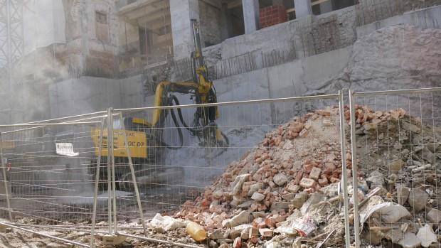 Снимка: Скалите разкъртени, разрешението - за преустройство на сграда в хотел