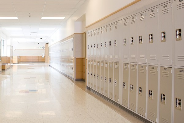 Снимка: Срещу тежките раници: До края на март всички училища с шкафове за децата