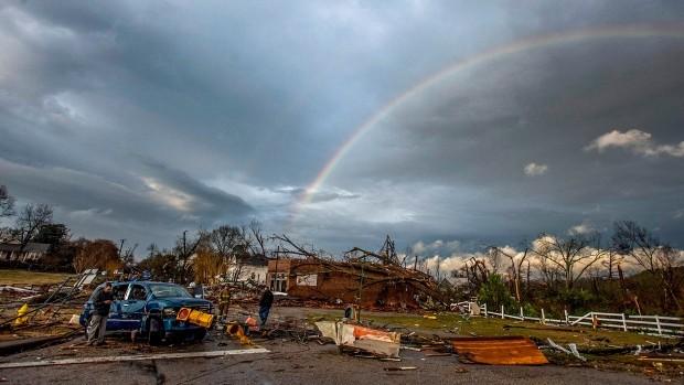 Снимка: Най-малко 22 загинали след торнадо в Алабама