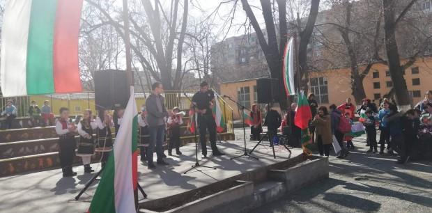 Снимка: Пловдивско училище отбеляза 3-ти март с грандиозно тържество