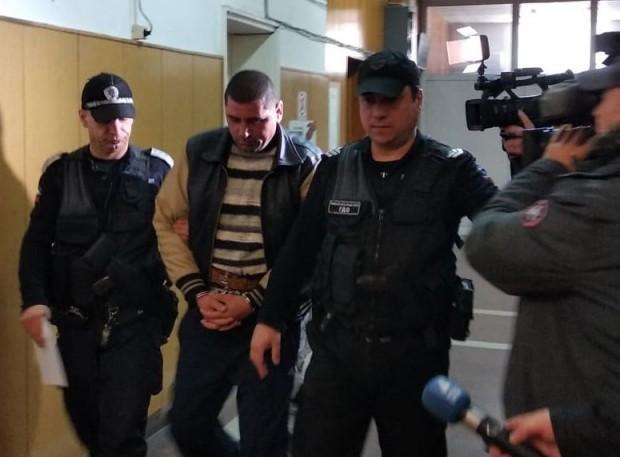 Снимка: Оставиха зад решетките убиецът от Езерово
