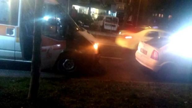 Burgas24.bg Такси блъсна млад бургазлия на бул.
