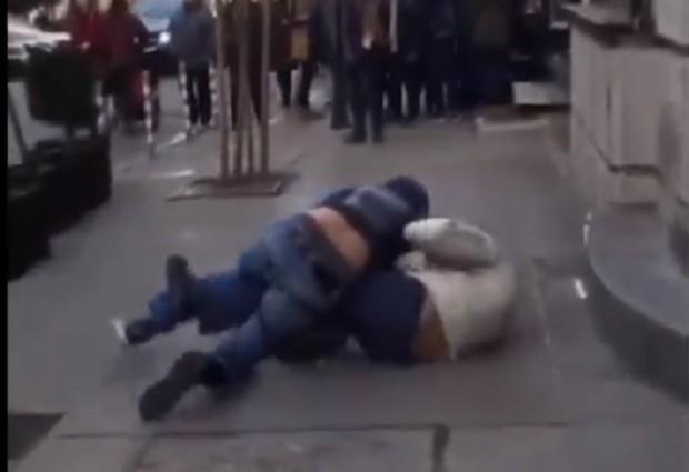 Двама мъже си спретнаха жесток бой в центъра на София.