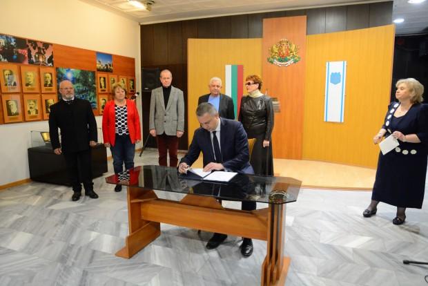 Нов Колективен трудов договор в сферата на образованието, който надгражда