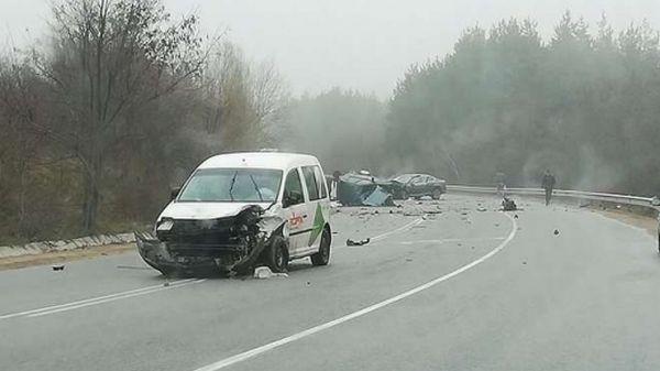 Фейсбук Двама души загинахав катастрофа на първокласния път София - Варна