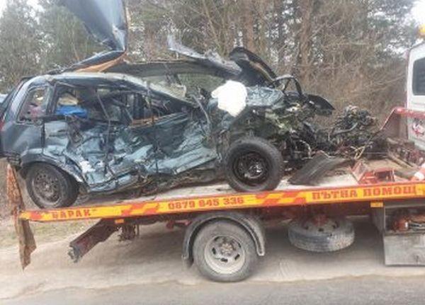 Труд Съпрузи от Варна са загиналите при тежката катастрофа с три