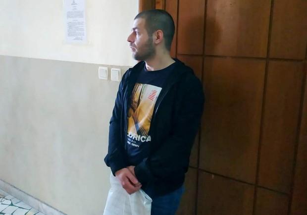 Негов адвокат е маститият юрист Станко Кралев, който го придружаваше
