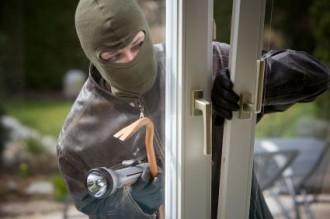 """>Неизвестен разбил PVC врата на офис на бул.""""Симеон Велики"""" и"""