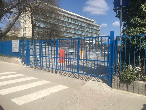 От понеделник, 25 март, гражданите, влизащи с автомобил в двора