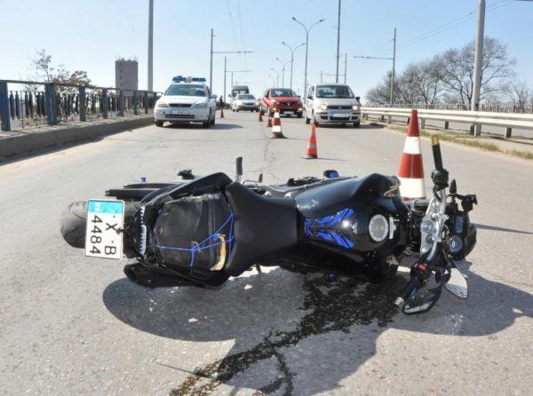 МониторМотоциклетист загина след като удари лек автомобил с висока скорост,