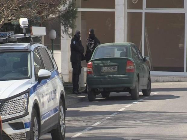 bTVПрокуратурата влезе в полицията в Благоевград. Спецчастите са вътре заради
