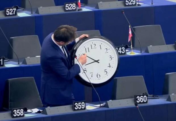 Спираме да въртим стрелките на часовника, решиха евродепутатите в Страсбург.