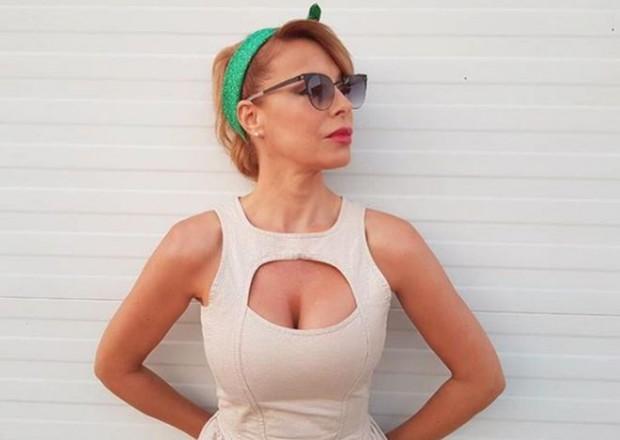 Снимка: Заставиха Мира Добрева да влезе чисто гола в австрийска сауна