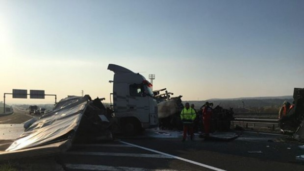 Снимка: Тежка катастрофа със загинал затвори част от магистрала
