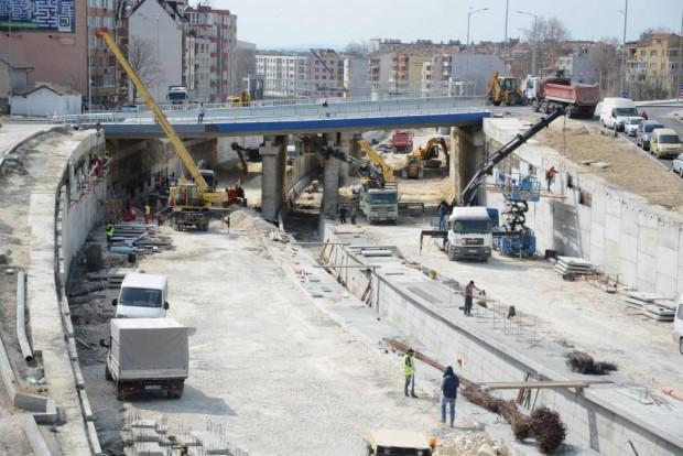 Снимка: 50 000 тона асфалт положени по трасето на новия бул.