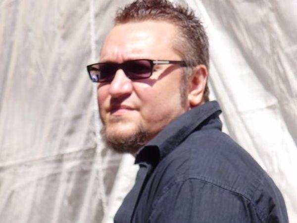 Фейсбук възстанови страницата на Мартин Карбовски. По този повод той