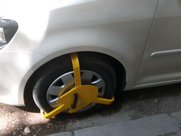 Снимка: Млад шофьор си тръгна със скобата във Варна