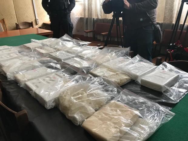 Съдържанието на сака е 25 кг и 430 г кокаин