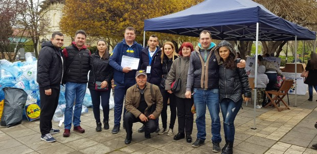 Въпреки дъждовното време хиляди хора се включиха в благотворителната кампания