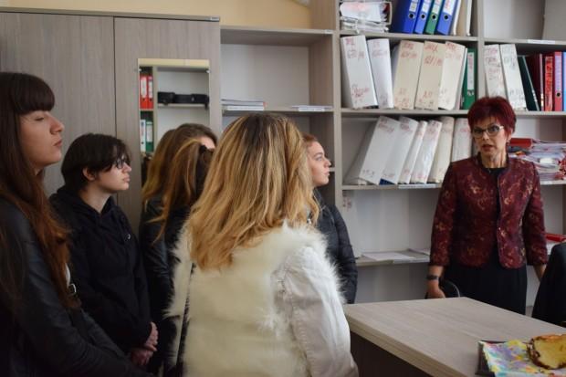 Снимка: Студенти се запознаха отблизо с работата на Окръжния съд и прокуратура във Варна