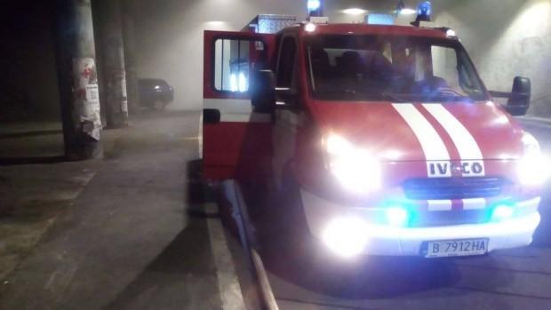 Снимка: Трима пострадаха след пожар във Варна, жена е в болница