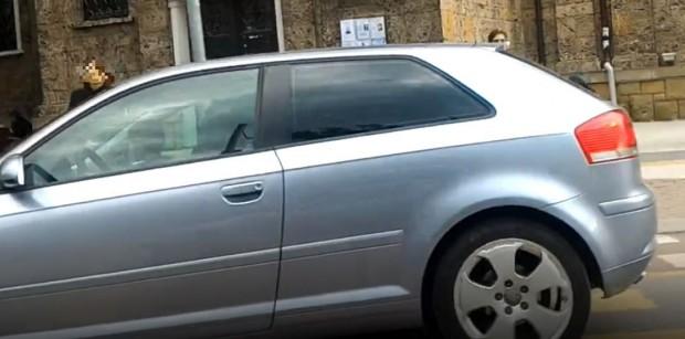 Безотговорна жена постави невръстно дете в скута си, докато шофира