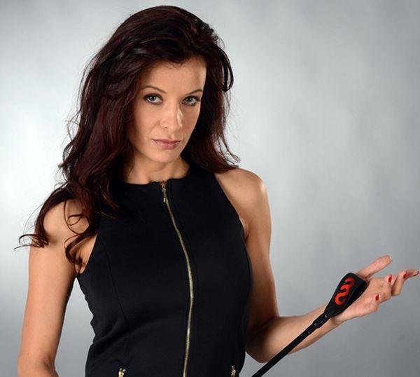 Актрисата Яна Маринова се обиди на свой фен, който я