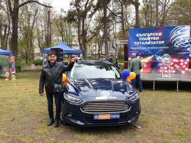 Снимка: Виетнамец спечели луксозен автомобил от тотото във Варна