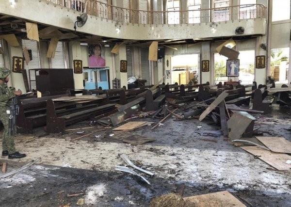 БТАЕксплозии избухнаха в две църкви в Шри Ланка по време