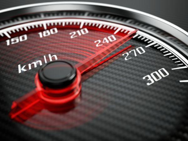 Камери засякоха автомобил, движещ се с рекордните 266 км/ч. Сценарият