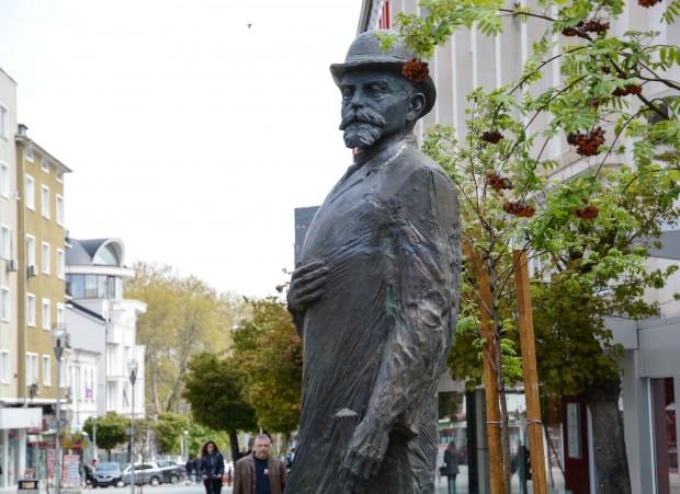 Паметник на един от първите варненски кметове Иван Церов, управлявал