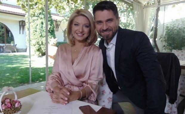 Певицата Йоанна Драгнева е бременна от приятеля си Мирослав Димитров,