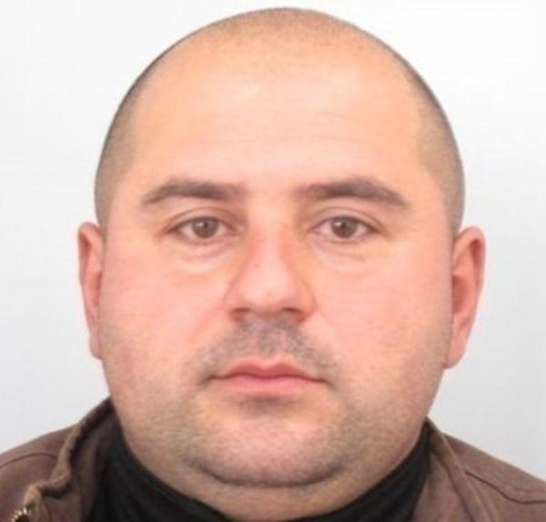 42-годишният Валентин от Костенец, който е братовчед и съсед на
