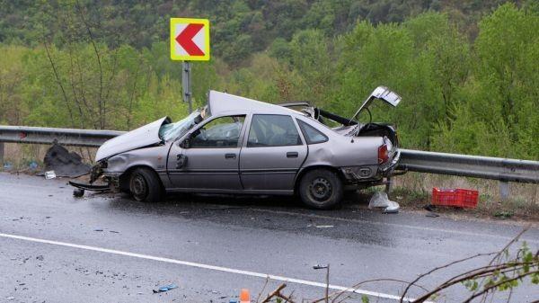 БГНЕС> Един човек е загинал при катастрофа на пътя между