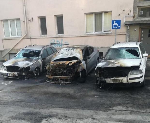 Виждам те КАТ-ВарнаПожар е унищожил три автомобила на улица