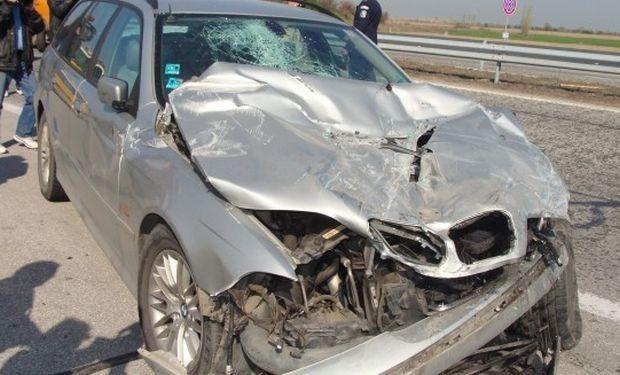 Снимка: 26-годишен шофьор се преобърна с БМВ в канавка край Старо Оряхово