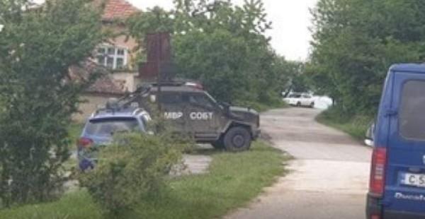 bTVНапрегнато е в Костенец, има известна доза страх у хората.