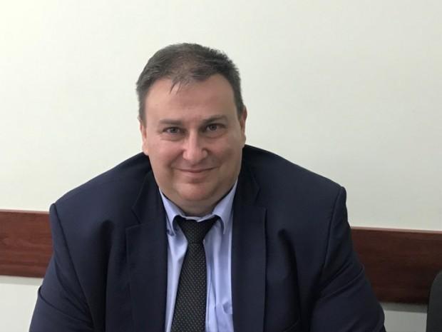 листата на ГЕРБ и СДС Емил Радев, е известен с