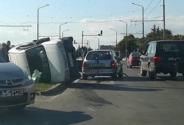 Фейсбук> ИлюстрацияВ резултат от инцидента са пострадали две жени, пътуващи