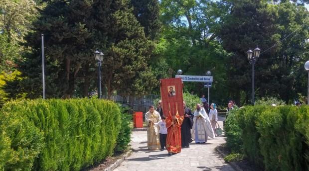 Със светски и църковни събития, фестивали, конкурси и изложби е