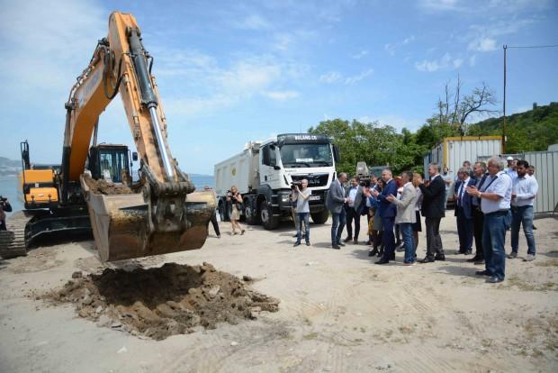 Първа копка на изграждането на рибарско пристанище в местността Карантината