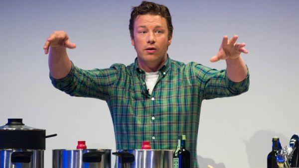 Британската кулинарна знаменитост Джейми Оливър обяви, че неговата верига ресторанти