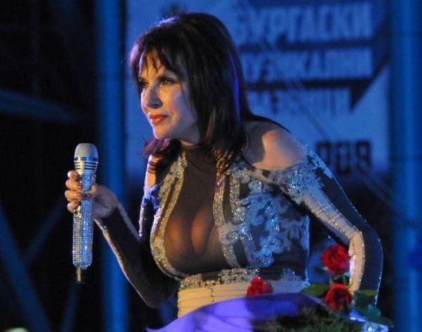 Голямата българска певицаКичка Бодурова стъпи на родна земя преди броени