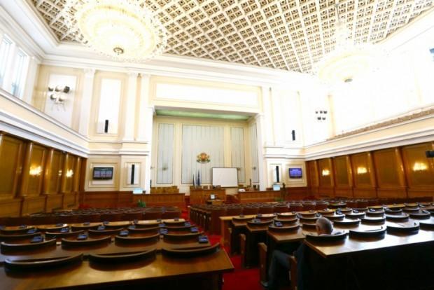 Депутатите приеха промените в Закона за политическите партии, с които