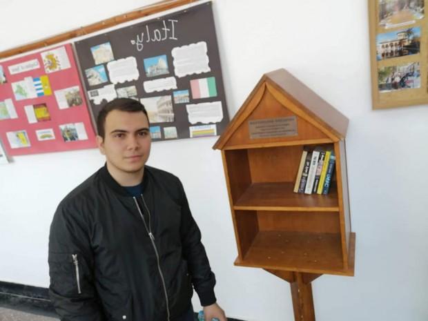 ФейсбукБивши и настоящи студенти отВСУ
