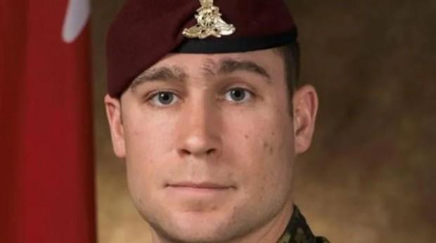Останките на канадския войник, загинал по време на показно спускане