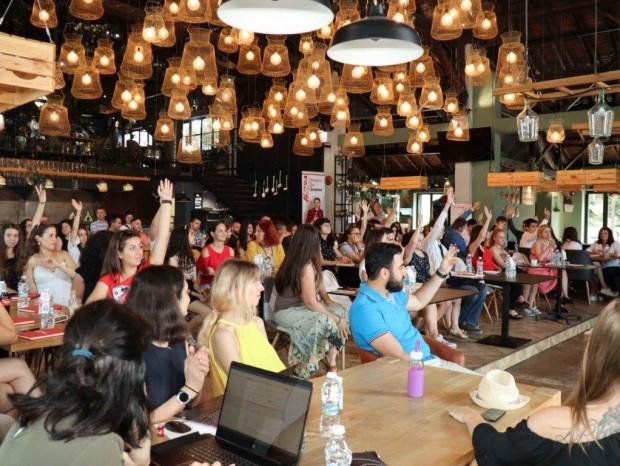 Успешни млади професионалисти вдъхновиха младежи във Варна по време на