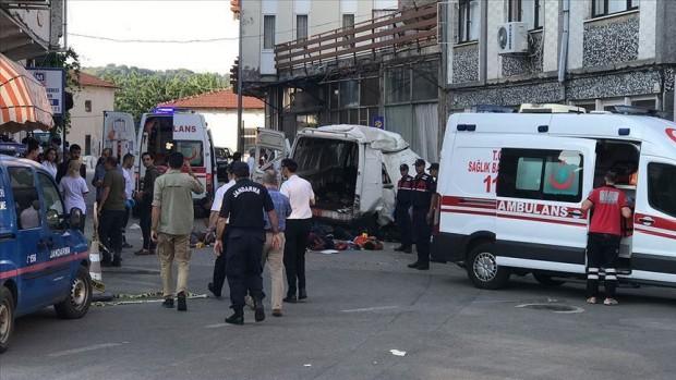 Десет души са загинали, а 30 са ранени, след като
