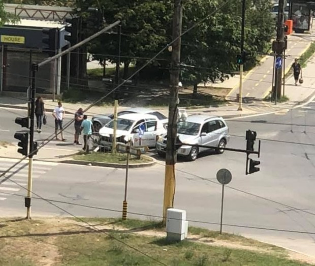 Виждам те КАТ-ВарнаКатастрофа с два автомобила е станал до Комина